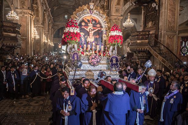 Celebración Señor de Los Milagros en Chile