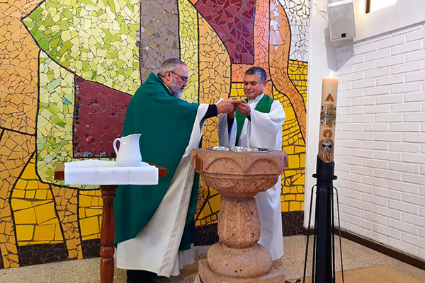 P. Romulo Vera c.s.c., asume como Administrador Parroquia Natividad del Señor