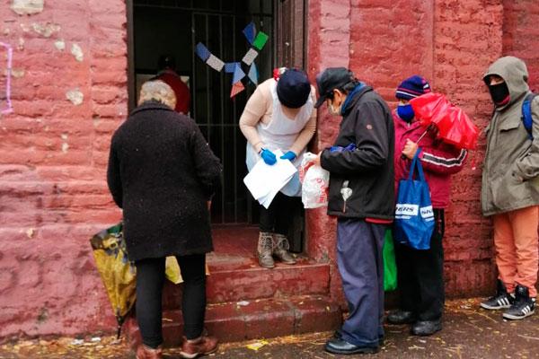 Parroquia Nuestra Señora de Andacollo entrega almuerzos a migrantes y personas en situación de calle